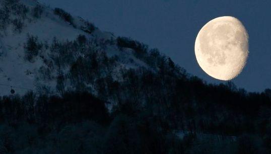 La luna de Sochi y otras 9 imágenes de la jornada