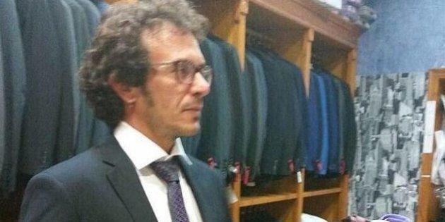 El alcalde de Cádiz se compra un traje para oficiar una