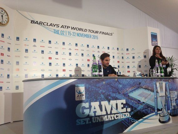 Federer suda para derribar a