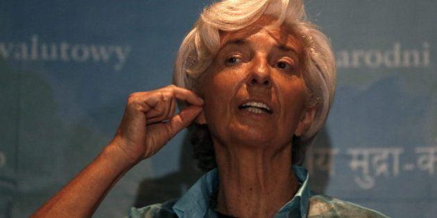 El FMI pide subir el IVA, abaratar el despido y copago en educación y