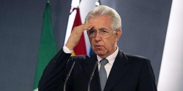 El primer ministro italiano, Mario Monti, pide