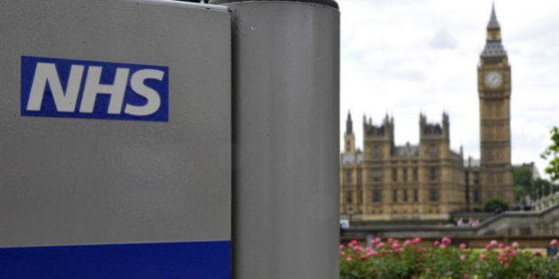Reino Unido no operará ni a obesos ni a fumadores para reducir costes en su sanidad