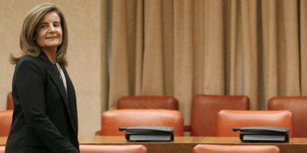 Báñez encarga a las empresas hacer política social con cargo a los