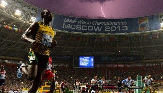 Un rayo cae mientras Bolt gana la final de los 100
