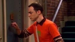 La razón por la que Sheldon toca la puerta tres veces antes de