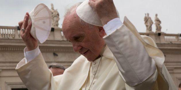 5 gestos revolucionarios del papa Francisco (aunque no lo