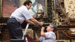 Colau retira el busto de Juan Carlos I del salón de Plenos del