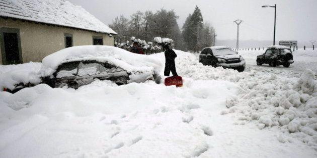 La nieve vuelve a poner en alerta a media