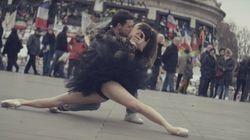 Besos y baile en las calles de París: el vídeo que te