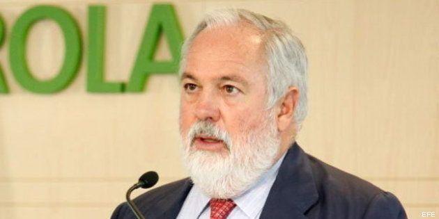 Arias Cañete no pone la mano en el fuego por Rajoy y sí