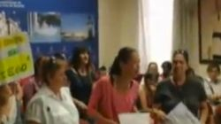 Interrumpe un pleno en Tenerife: