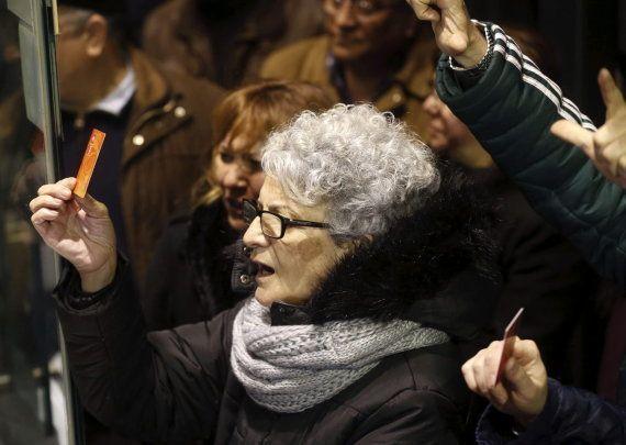 Un centenar de militantes protesta en Ferraz: