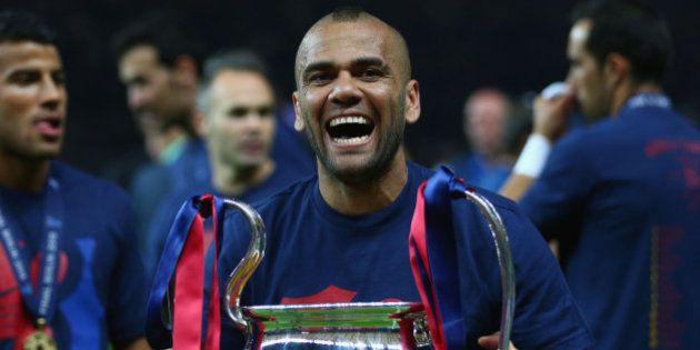 Dani Alves acepta renovar dos años más con el