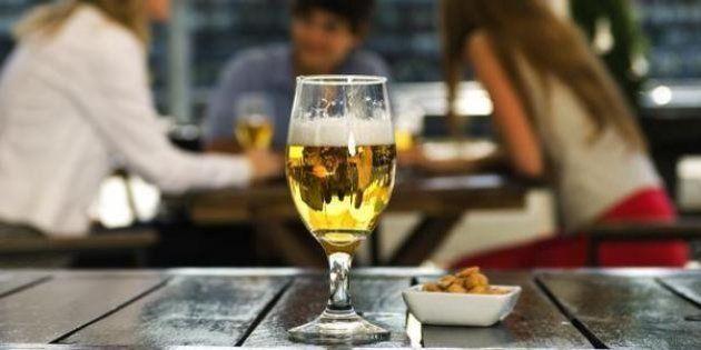 Un español bebe 9,5 litros de alcohol puro al año, según un