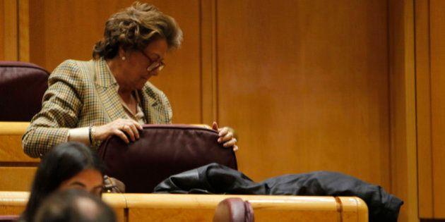 Rita Barberá se agarra a la silla y rechaza