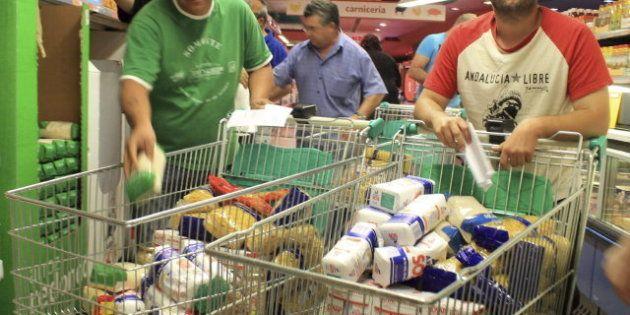 Cientos de sindicalistas asaltan dos supermercados en Andalucía para un comedor social