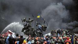 El caos se adueña de Kiev, donde hay alrededor de un centenar de