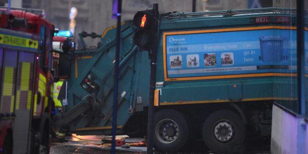 Seis personas mueren atropelladas por un camión de la basura en el centro de