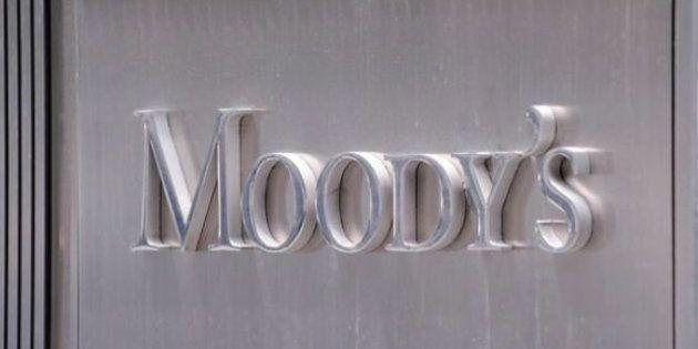 Moody's sube la nota de la deuda española y la aleja del bono