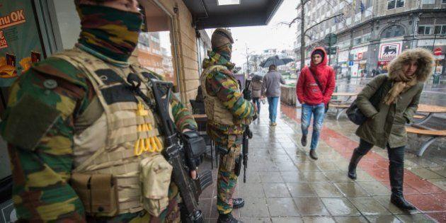 Cierre total en Bruselas mientras se busca a dos posibles