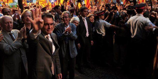 Miles de personas se manifiestan en Barcelona en apoyo a Artur Mas y la independencia de
