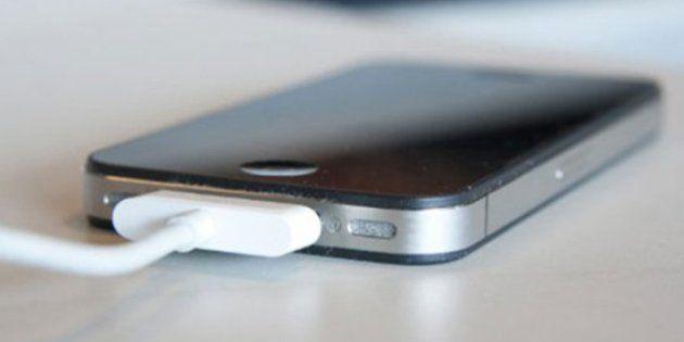 Apple avisa de que el 90% de los cargadores para iPhone que vende Amazon son