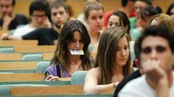 La cuantía media de las becas universitarias baja a niveles de