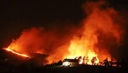 Más de cien incendios prenden en la cornisa