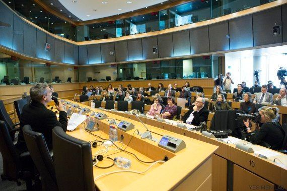 The Yes Men presenta en el Parlamento Europeo ENDURAsphere, la