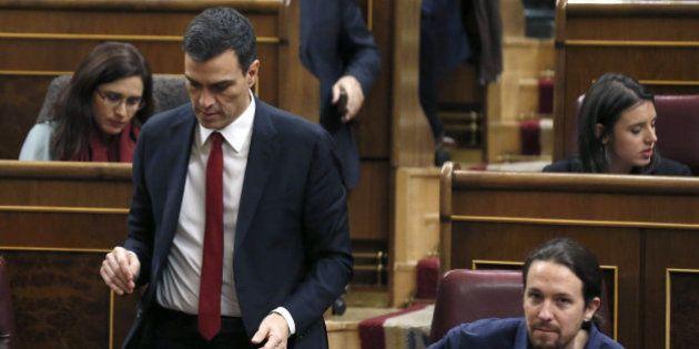 Podemos allana el camino al pacto con el PSOE al sacar el referéndum del primer