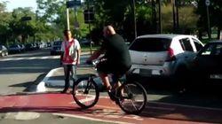 La increíble respuesta de un ciclista cuando le ocuparon el carril