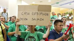 El PSOE recurre la ley antidesahucios y la defensora del Pueblo se
