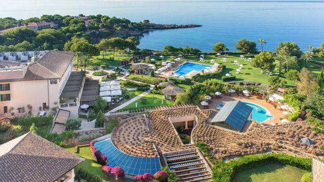 Mira los mejores hoteles con playa del mundo sin morirte de envidia