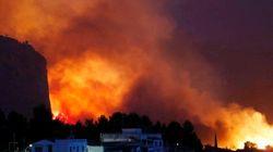 Unas 2.000 personas, desalojadas por un incendio sin control en