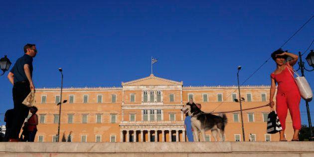 Atenas espera el referéndum desgastada por años de