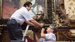 El Gobierno exige a Colau que ponga un busto de Felipe