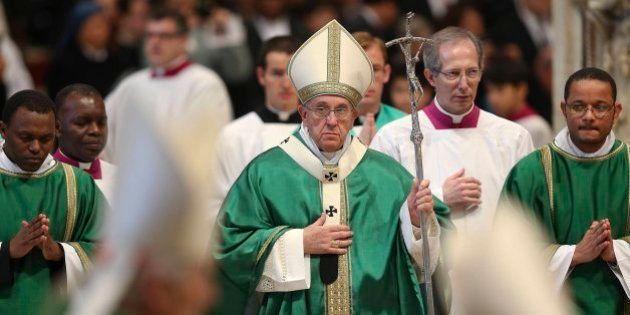 El papa pide a los cardenales que no se aíslen