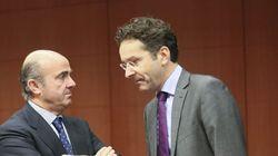La troika pide seguir vigilando el sector financiero y acelerar las