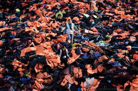 Chalecos salvavidas reconvertidos en colchones aislantes para los