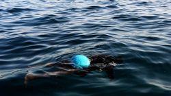 Hallan restos de una barca en la que viajaban 300 inmigrantes en la costa