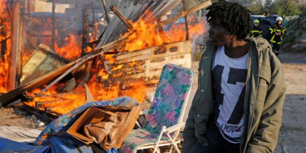Comienzan a demoler las estructuras de Calais mientras sigue el