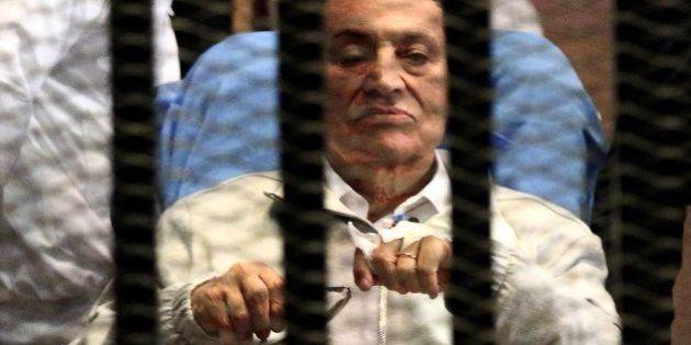 Mubarak seguirá en prisión pese a que la Justicia egipcia ha ordenado su