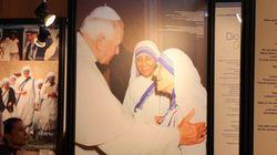Seguidores y detractores de la Madre, ahora Santa Teresa de