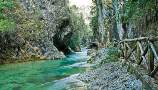 Ocho senderos con cascadas en España que probablemente no