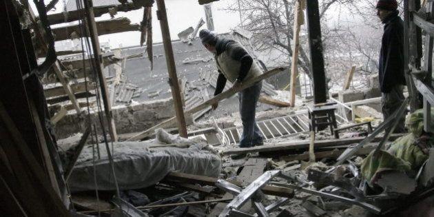 Al menos 30 muertos por bombardeos en la localidad ucraniana de