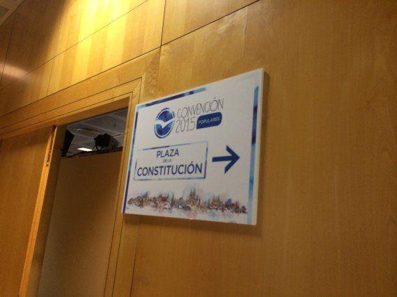 La estética 'rebelde' de la convención del PP: De Hong Kong al 15-M