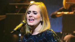 Adele muestra su apoyo a Hillary Clinton... con Clinton entre el