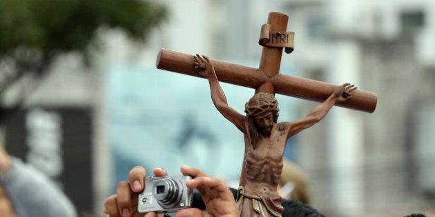 El Ayuntamiento de Biar (Alicante) acuerda tapar el cristo que preside la Sala de Plenos en actos