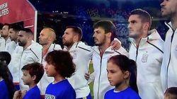 Jugadores italianos y afición aplaudieron al himno español tras ser