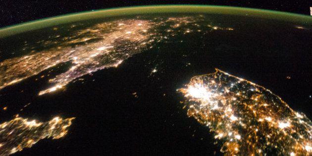 Corea del Norte, de noche, es un océano de oscuridad (FOTO,